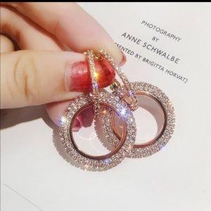 Austrian CZ's sparkle hoop Earrings! 🌺